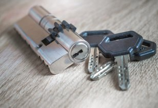 Keys and a barrel locck